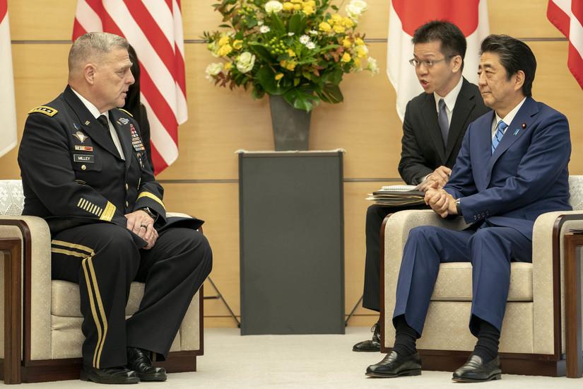 Генерала армии Марк А.Милли  и премьер-министр Японии С.Абэ