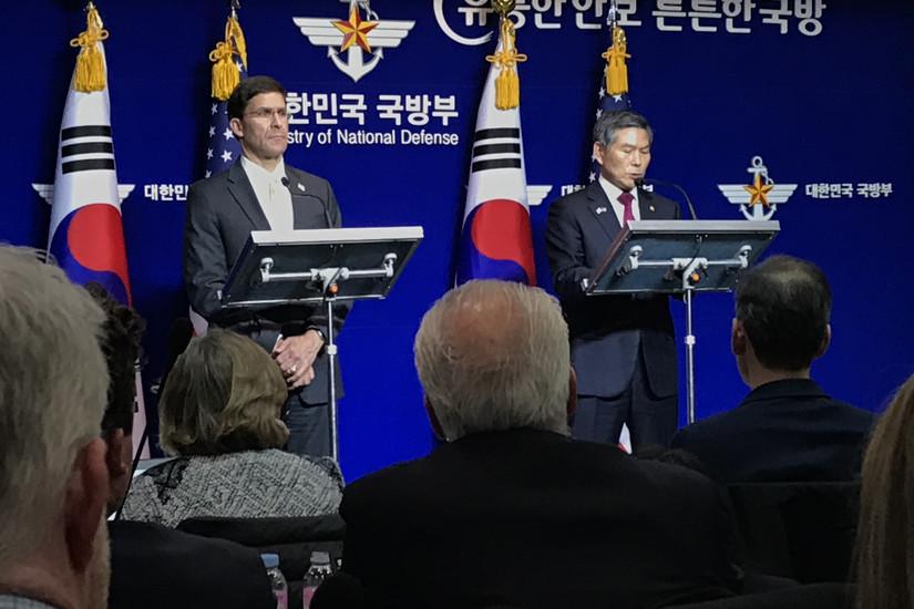 Марк Эспер и его южнокорейский коллега Чон Гён Ду