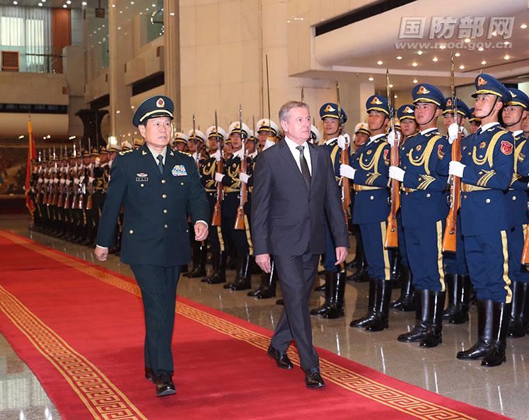 Министры обороны КНР и Венгрии